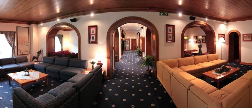 italy_cortina_d'ampezzo_hotel_majoni_lounge.jpg